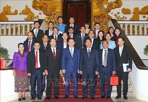 越南政府副总理王廷惠会见老挝国会副主席本邦 hinh anh 1