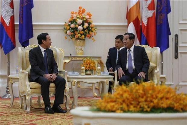越共中央办公厅高级代表团对柬埔寨进行工作访问 hinh anh 1