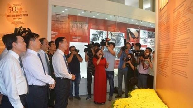 胡志明主席遗嘱执行50周年专题展在河内举行 hinh anh 1