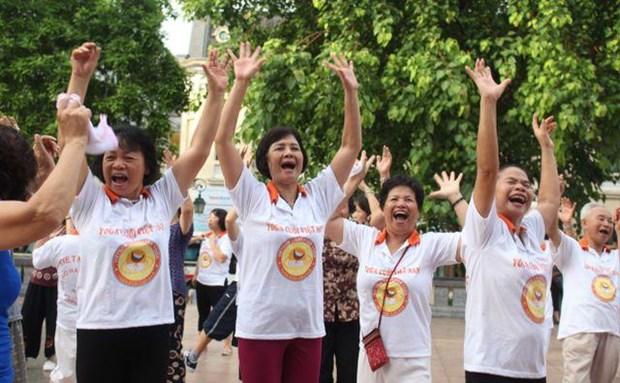 爱笑瑜伽:保持身体和精神健康的良好方式 hinh anh 1