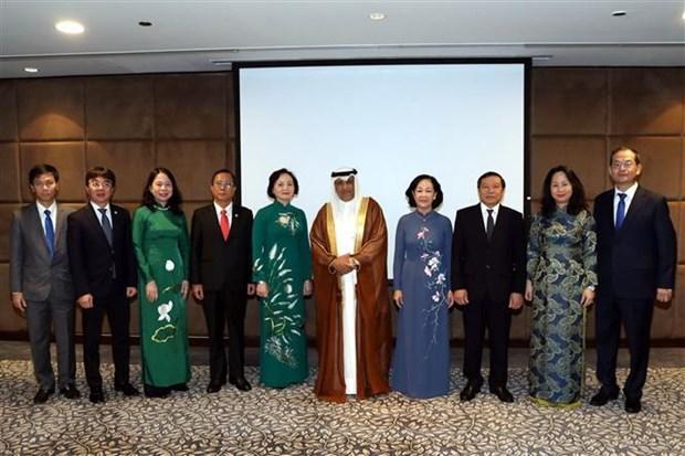越共中央民运部部长对卡塔尔进行工作访问 hinh anh 2