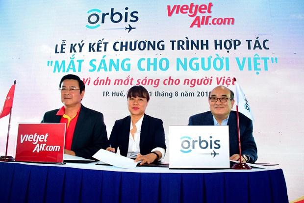 国际奥比斯眼科飞行医院免费为承天顺化省眼疾患者进行手术治疗 hinh anh 2