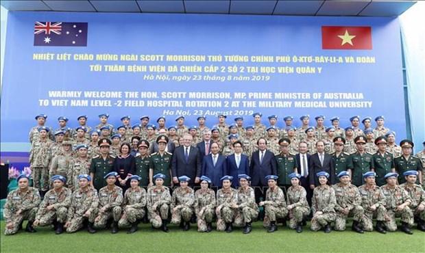 越澳两国总理探访军医学院二号二级野战医院 hinh anh 1