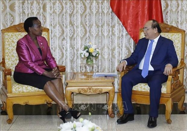 越南政府总理阮春福会见博茨瓦纳外交事务与合作部部长尤妮蒂 hinh anh 1