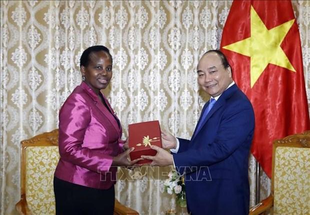 越南政府总理阮春福会见博茨瓦纳外交事务与合作部部长尤妮蒂 hinh anh 2