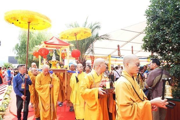 旅居捷克越南僧尼和佛家弟子隆重举行永严寺奠基动工仪式 hinh anh 2