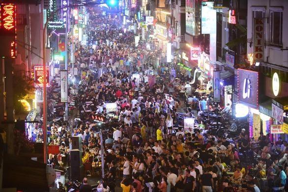 夜经济如何拓展更大空间越南旅游业亟待解决的问题 hinh anh 1