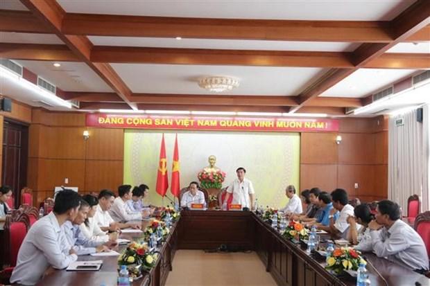 越南祖国阵线中央委员会主席陈青敏看望慰问得乐省受灾群众 hinh anh 1