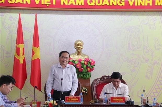 越南祖国阵线中央委员会主席陈青敏看望慰问得乐省受灾群众 hinh anh 2