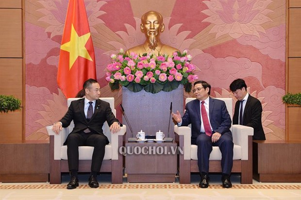 日本财务副大臣铃木圭佑:越南仍是日本企业具有吸引力的投资目的地 hinh anh 1