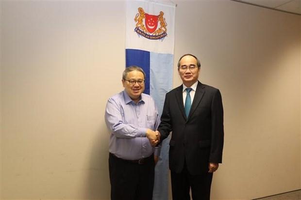 胡志明市市委书记阮善仁与新加坡若干部门领导会面交流 hinh anh 2