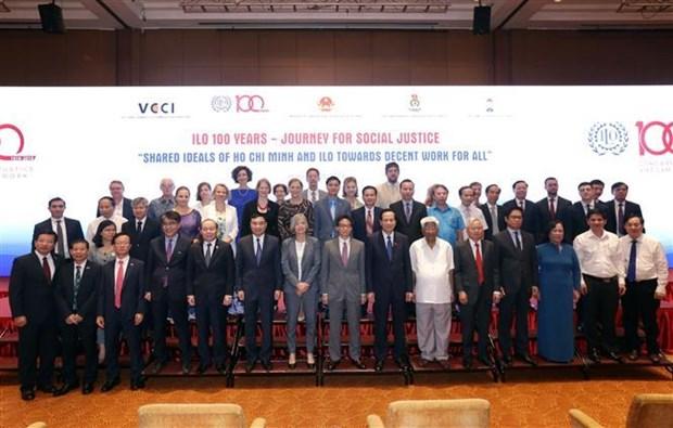 越南将在融入国际过程中营造更具吸引力的劳动环境 hinh anh 3