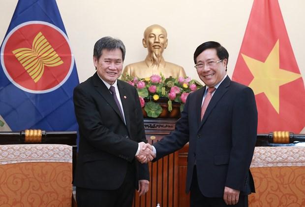 越南政府副总理兼外长范平明会见东盟秘书长林玉辉 hinh anh 1