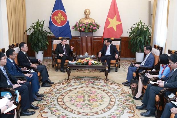越南政府副总理兼外长范平明会见东盟秘书长林玉辉 hinh anh 2