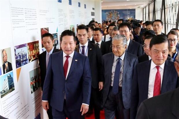 马来西亚总理马哈蒂尔分享马来西亚数字化转型的经验 hinh anh 1