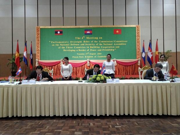 柬老越三国国会国防与安全委员会第四次会议闭幕并签署合作备忘录 hinh anh 1