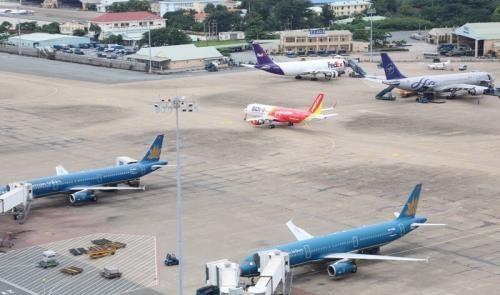 """受""""杨柳""""台风影响 越南多家航空公司对今日航班作出调整 hinh anh 1"""