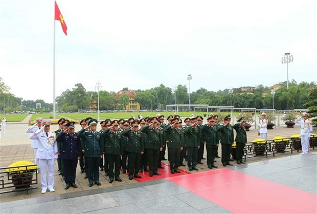越南党和国家领导人入陵瞻仰胡志明主席遗容 hinh anh 3