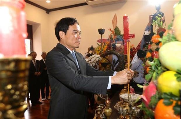 越南党和国家领导人入陵瞻仰胡志明主席遗容 hinh anh 4