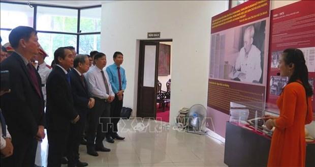 越南各地纷纷举行纪念胡志明主席遗嘱落实50周年的活动 hinh anh 1