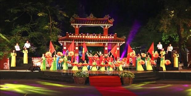 """庆祝胡志明主席遗嘱执行50周年的""""团结之歌""""电视异地直播活动举行 hinh anh 1"""