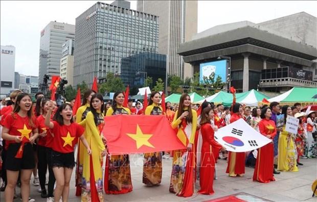 2019年韩国越南文化节吸引成千上万人前来参加 hinh anh 1