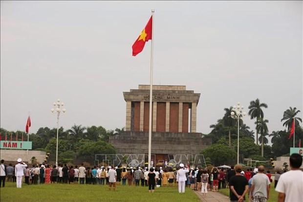 九·二国庆假期胡志明主席陵接待瞻仰者超过5万人次 hinh anh 2
