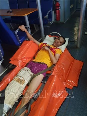 越南成功急救海上遇险的外国船员 hinh anh 1