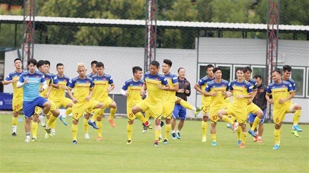 越南政府总理阮春福电话鼓舞越南国家足球队 hinh anh 1