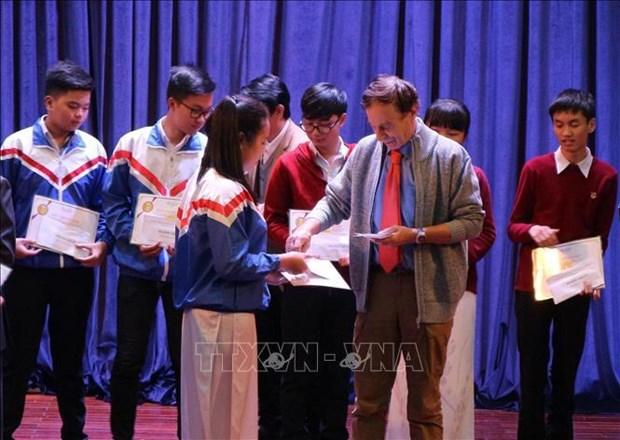 越南优秀学生荣获瓦莱奖学金 hinh anh 1