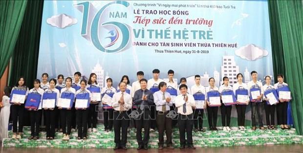 越南优秀学生荣获瓦莱奖学金 hinh anh 2