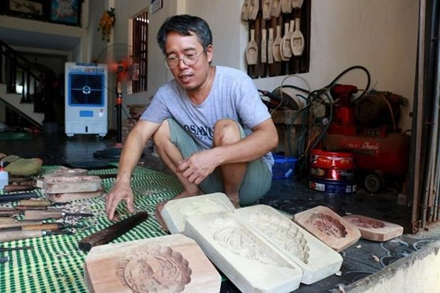 河内市常信县历史悠久的传统月饼模制作村 hinh anh 2