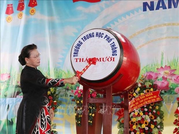 越南国会主席阮氏金银出席塔梅高中学校开学典礼 hinh anh 3