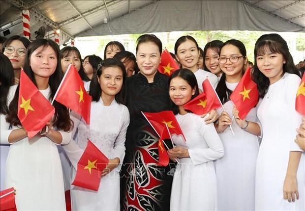 越南国会主席阮氏金银出席塔梅高中学校开学典礼 hinh anh 1