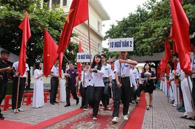 越南全国2400万多名学生今日迎接2019-2020新学年 hinh anh 1