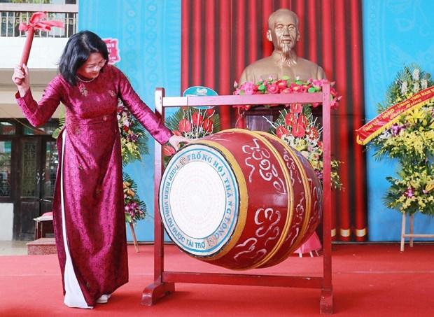 越南党和国家领导人与全国学生共迎新学年 hinh anh 2