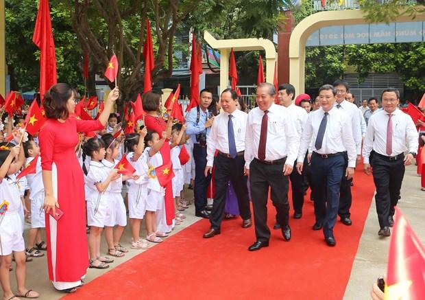 越南党和国家领导人与全国学生共迎新学年 hinh anh 1