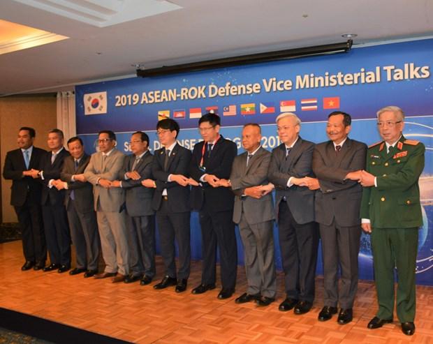 大力促进东盟与韩国全面防务合作 hinh anh 1