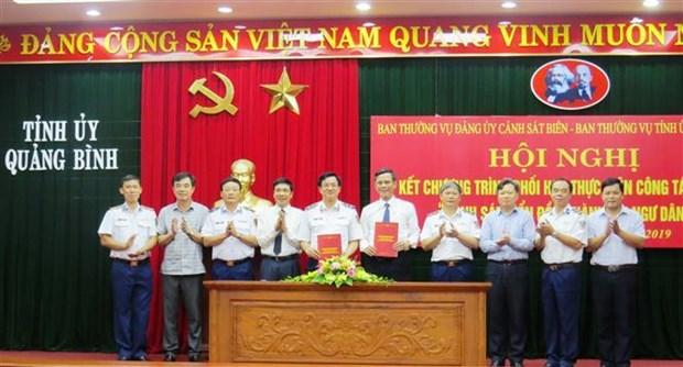 越南海警与广平省渔民并肩同行 hinh anh 1
