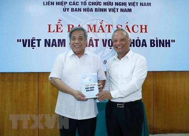 《越南—和平渴望》新书问世 hinh anh 1