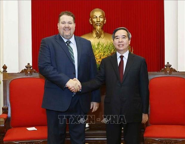 越共中央经济部长会见美国爱依斯电力公司越南市场总监 hinh anh 1