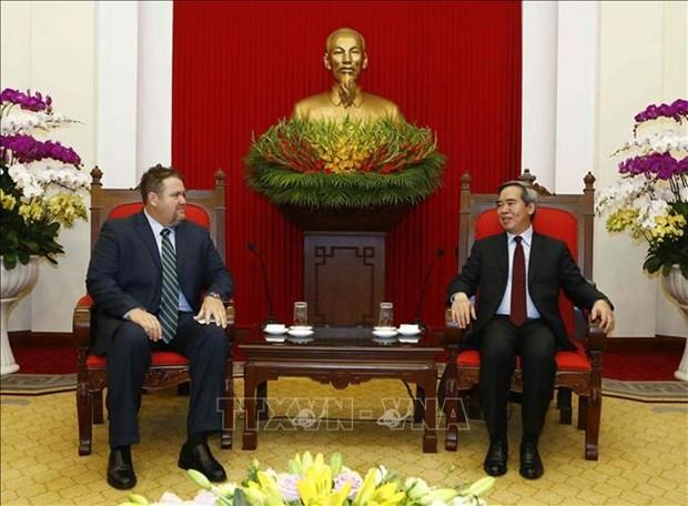 越共中央经济部长会见美国爱依斯电力公司越南市场总监 hinh anh 2