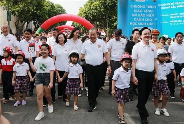 """政府副总理张和平发起""""为儿童佩戴安全头盔""""运动 hinh anh 3"""