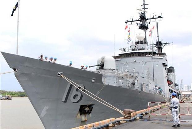 菲律宾海军军舰对越南进行友好访问 hinh anh 1