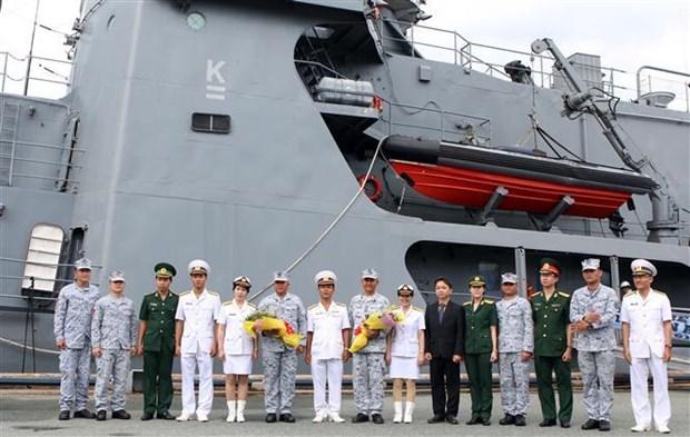 菲律宾海军军舰对越南进行友好访问 hinh anh 2