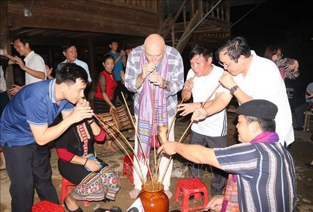 国际记者代表团对乂安省各旅游景点印象深刻 hinh anh 2