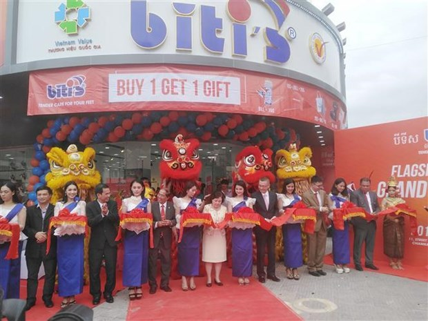 越南鞋子品牌征服柬埔寨市场 hinh anh 1