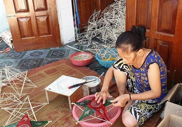 报答村村民努力保护地方传统灯笼制作业 hinh anh 1