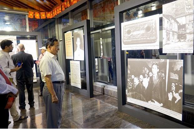 """""""胡志明主席烙印""""图片展在孟加拉国举行 hinh anh 1"""