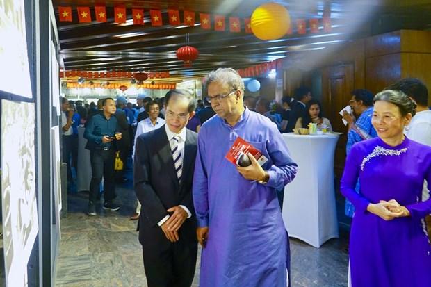"""""""胡志明主席烙印""""图片展在孟加拉国举行 hinh anh 2"""